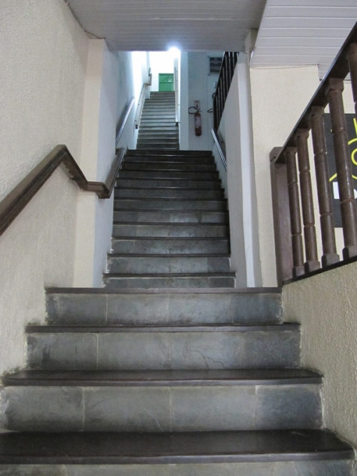 stairstoroom