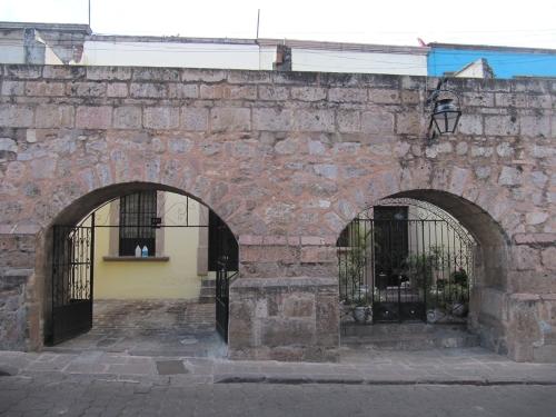 aqueducthouse